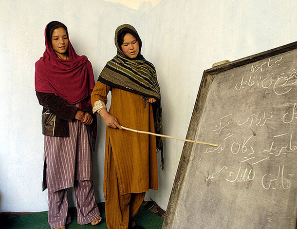 Afghan Women in Literacy Class (UN Photos, Flickr) 610x470
