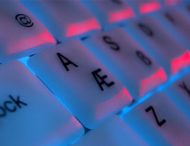 fluorescent keyboard (free image: Kerem-Yucelg)