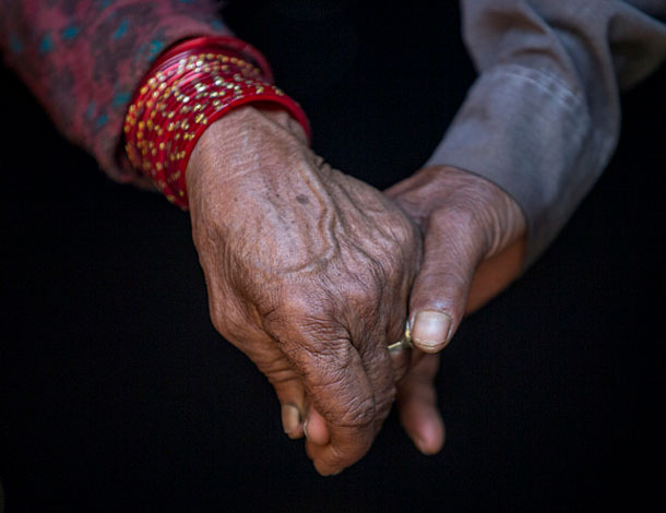 Old woman's hands in Nepal - 2016 (UN Women/N. Shrestha) 610x470