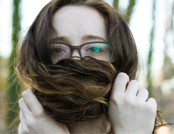 Woman with hair in front of her mouth - Chris Richmond Flickr (610x470)