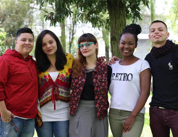 Sentimos Diverso - group (610x470)