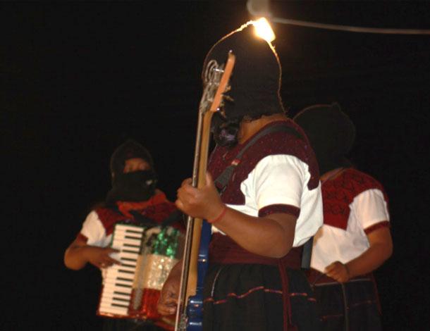 Zapatista women -  music (610x470)